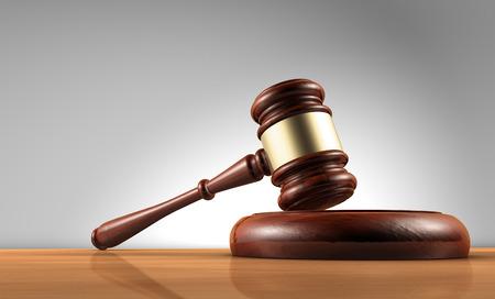 simbolo: Giudice, legge, avvocato e concetto di giustizia con un rendering 3D di un martello su un tavolo di legno con sfondo grigio.
