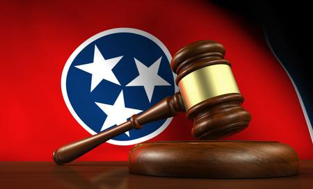 tennesse: la ley del estado de Tennessee, el sistema legal y el concepto de la justicia con un 3d de un martillo sobre un escritorio de madera y la bandera de Tennessee en el fondo.