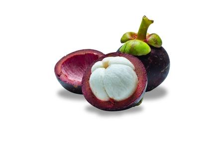 흰색 배경에 열대 과일 망고 스틴 (전면 조각에 선택적 초점) 스톡 콘텐츠