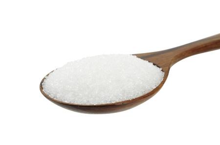 흰색에 고립 된 나무로되는 숟가락에 지팡이 설탕