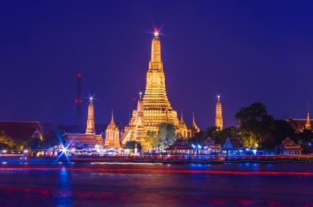 chao phraya river: Twilight view of Wat Arun across Chao Phraya River during sunset in Bangkok, Thailand Editorial