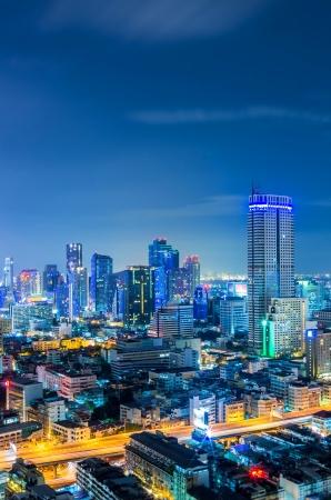 황혼의 풍경 방콕 시내 현대적인 건물, 높은 각도.
