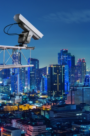 Sicherheits-Kamera erkennt die Bewegung des Verkehrs. Hochhausdach. Standard-Bild - 18344694