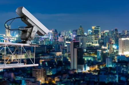 Sicherheits-Kamera erkennt die Bewegung des Verkehrs. Hochhausdach. Standard-Bild - 18334226