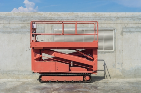 Self propelled Scissor Lift with caterpillar wheel photo