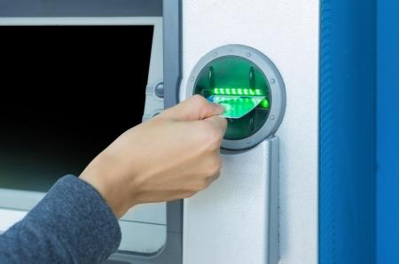 ecard: Qualcuno preme il tasto numerico sul bancomat