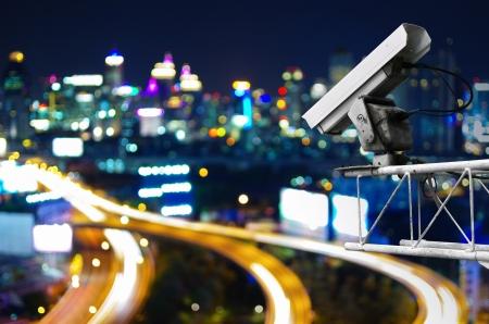Sicherheits-Kamera erkennt die Bewegung des Verkehrs. Hochhausdach. Standard-Bild - 20142065