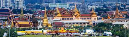 '5 december': BANGKOK, THAILAND - DEC 5, View at Sanam Luang and Grand palace, 5 December 2015. People gathering here to see fireworks and celebrate His Majesty the Kings birthday. Editorial
