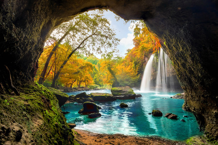 Cave in Heo Suwat Waterfall Khao Yai National Park in Thailand. Archivio Fotografico