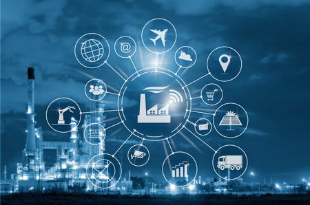 Industrie 4.0 Konzept, intelligente Fabrik mit Icon Flow Automation und Datenaustausch in Fertigungstechnologien. Standard-Bild - 79985758