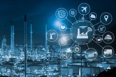 Industrie 4.0 Konzept, intelligente Fabrik mit Icon Flow Automation und Datenaustausch in Fertigungstechnologien. Standard-Bild - 79985764