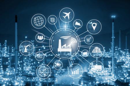 Concept Industry 4.0, usine intelligente avec automatisation des flux d'icônes et échange de données dans les technologies de fabrication. Banque d'images