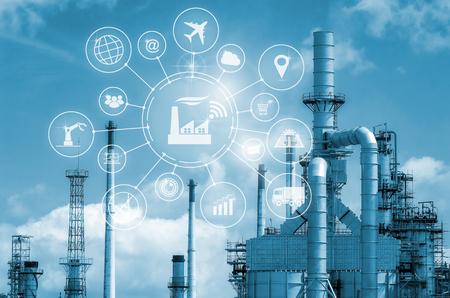 Industrie 4.0 Konzept, intelligente Fabrik mit Icon Flow Automation und Datenaustausch in Fertigungstechnologien. Standard-Bild - 79985087