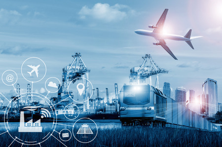 컨테이너 운송, 운송 및 수입화물 운송에있어서의화물 및화물 수송기. 스톡 콘텐츠