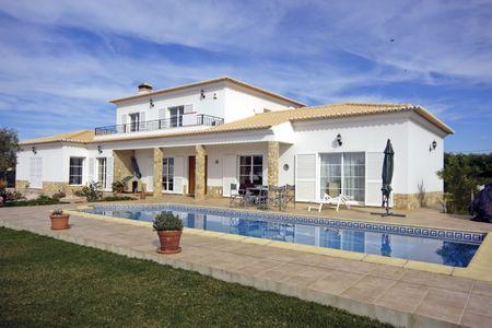 Prachtige villa met zwembad Stockfoto - 3942963