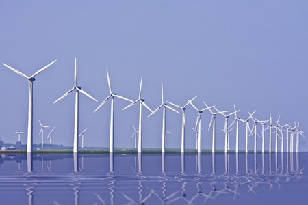 Windturbines langs het IJsselmeer in Nederland