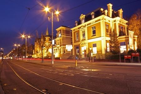 Romantische street view in Amsterdam stad 's nachts in Nederland