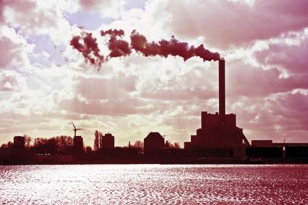 Fábrica de productos químicos cerca de Amsterdam en los Países Bajos Foto de archivo - 14645562