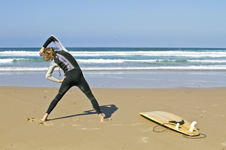 maneuver: Young guy doing exercises before going to surf