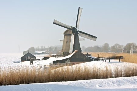 Traditonal windmill in the countryside from the Netherlands Stock Photo - 14269386