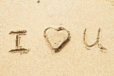 Ich liebe dich im Sand für natürliche, Liebe, Tourismus oder konzeptionelle Entwürfe geschrieben Standard-Bild - 13989425
