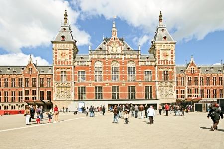 Laat-middeleeuwse gebouw Centraal Station in Amsterdam, Nederland Redactioneel