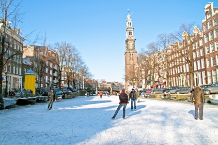 Winter in Amsterdam Nederland met de Westerkerk Redactioneel
