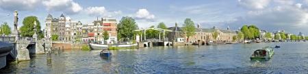 Panorama vanaf centrum van Amsterdam 'met de Amstel in Nederland Stockfoto
