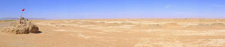 Panorama met waterput in de Sahara woestijn, Marokko Stockfoto
