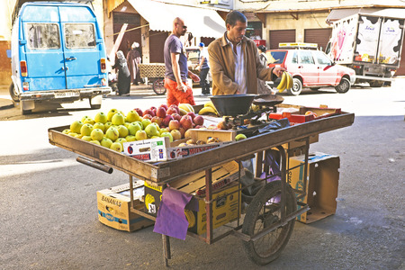 CASABLANCA, MOROCCO - OCTOBER 16 2013  Merchant is selling fruits in the streets of Casablanca Morocco 新聞圖片
