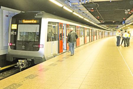 AMSTERDAM - 26 APRIL: De nieuwe metro op het Centraal Station op 26 april 2014 in Amsterdam, Nederland