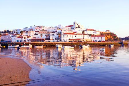 Het dorp Ferragudo in de Algarve Portugal Stockfoto