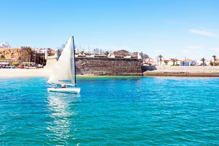 forte: Sailing at the Forte de Bandeira in Lagos Portugal