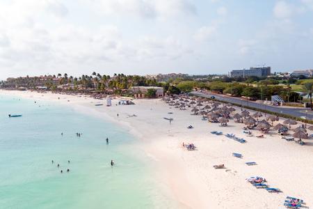 Luchtfoto van Druif strand op Aruba eiland in het Caribisch gebied Redactioneel
