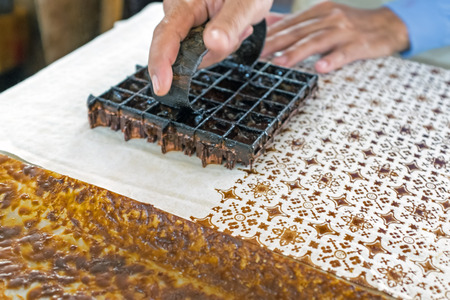 Printing on the fabric to make batik. Batik is part of the indonesian culture. Stockfoto