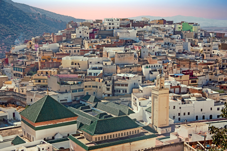 Moulay Idriss는 모로코에서 가장 거룩한 도시입니다. Moulay Idriss가 789 년에 도착해서 이슬람교와 새로운 왕조를 시작했습니다.