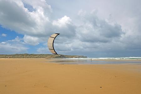 Kite surfing on Carapateira beach in Portugal Standard-Bild - 123552685