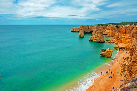 View on Praia da Marinha in the Algarve Portugal Standard-Bild - 123552697