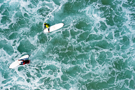 Aerial shot from surfers going to surf in the ocean Standard-Bild - 123552992