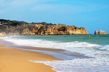 Praia Tres Irmaos in Alvor the Algarve Portugal Standard-Bild - 123553105