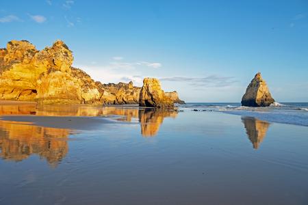 Praia Tres Irmaos in Alvor the Algarve Portugal Standard-Bild - 123553112