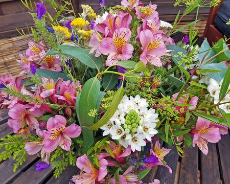 Bunch of blossoming flowers Zdjęcie Seryjne - 131976275