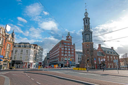 City scenic from Amsterdam with the Munt tower in the Netherlands 免版税图像