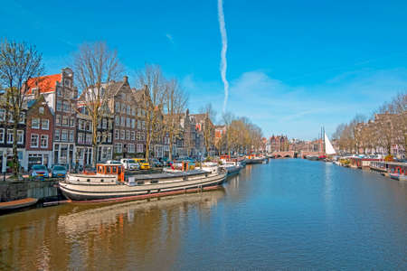 Amsterdam houses along the canal in Amsterdam the Netherlands 免版税图像