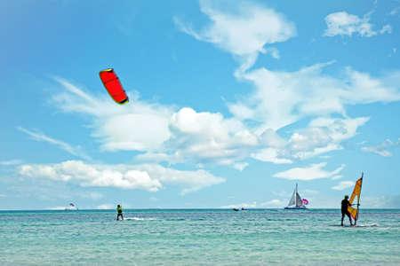 Watersports at Palm Beach on Aruba island in the Caribbean Sea 免版税图像