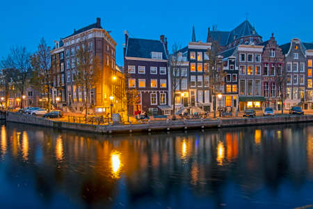 Cityscenic at the Keizersgracht in Amsterdam the Netherlands at night 免版税图像