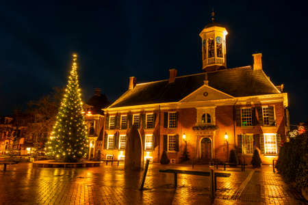 Medieval city hall from Dokkum in the Netherlands at night in christmas time 新闻类图片
