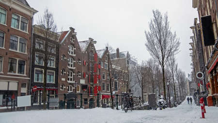 Snowy city Amsterdam in the red light district in the Netherlands in winter Stockfoto