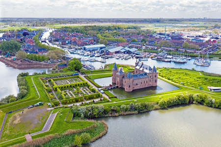 Aerial from the medieval Muiderslot castle at the IJsselmeer in the Netherlands 免版税图像