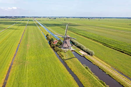 Aerial from one of four windmills of the Viermolengang, built in 1785 near Aarlanderveen in the Netherlands 免版税图像